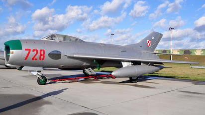 728 - Poland - Air Force Mikoyan-Gurevich MiG-19P
