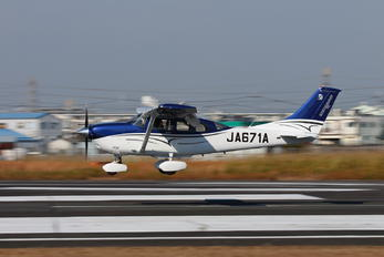 JA671A - Japan Civil Avation Bureau Cessna T206H Turbo Stationair
