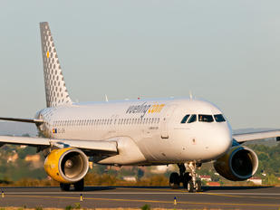 EC-JFH - Vueling Airlines Airbus A320