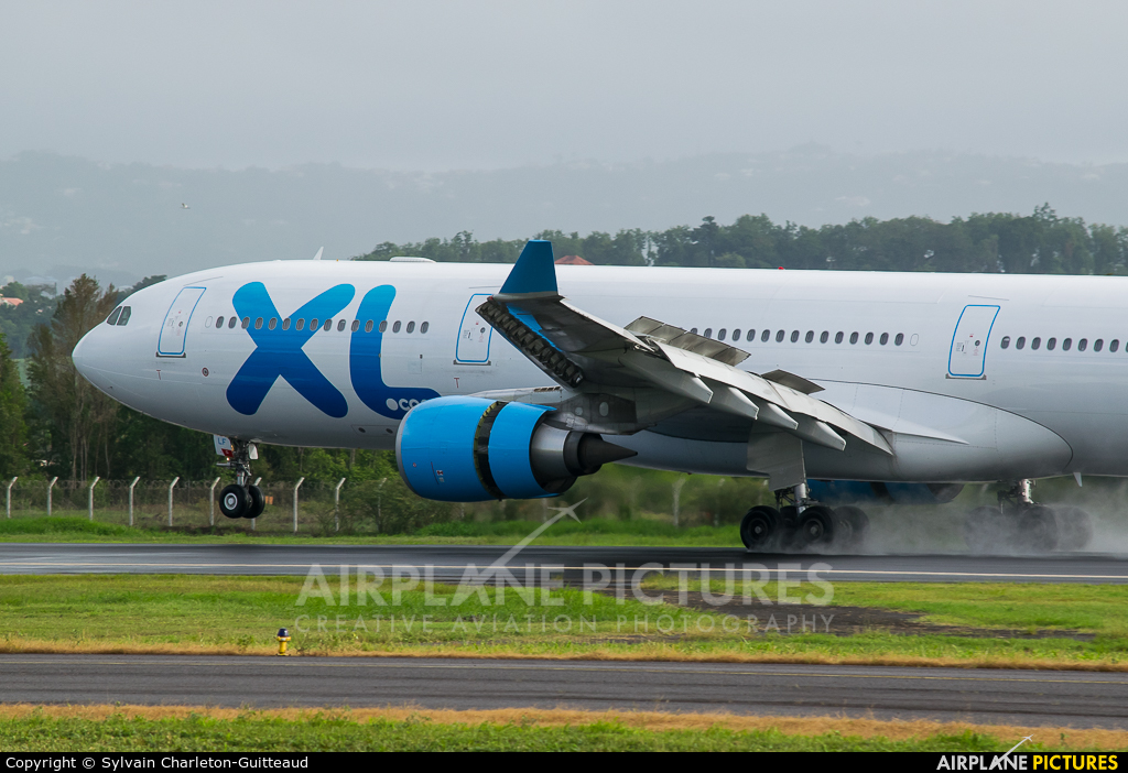 F hxlf xl airways france airbus a330 300 at martinique for Airbus a330 xl airways interieur