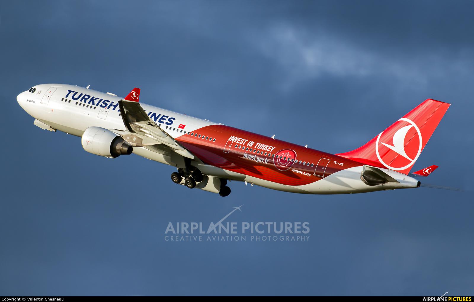 Turkish Airlines TC-JIZ aircraft at Paris - Charles de Gaulle