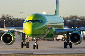 VQ-BRG - S7 Airlines Airbus A320