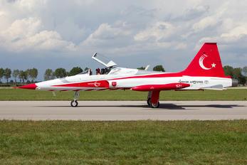 71-3052 - Turkey - Air Force : Turkish Stars Canadair NF-5B