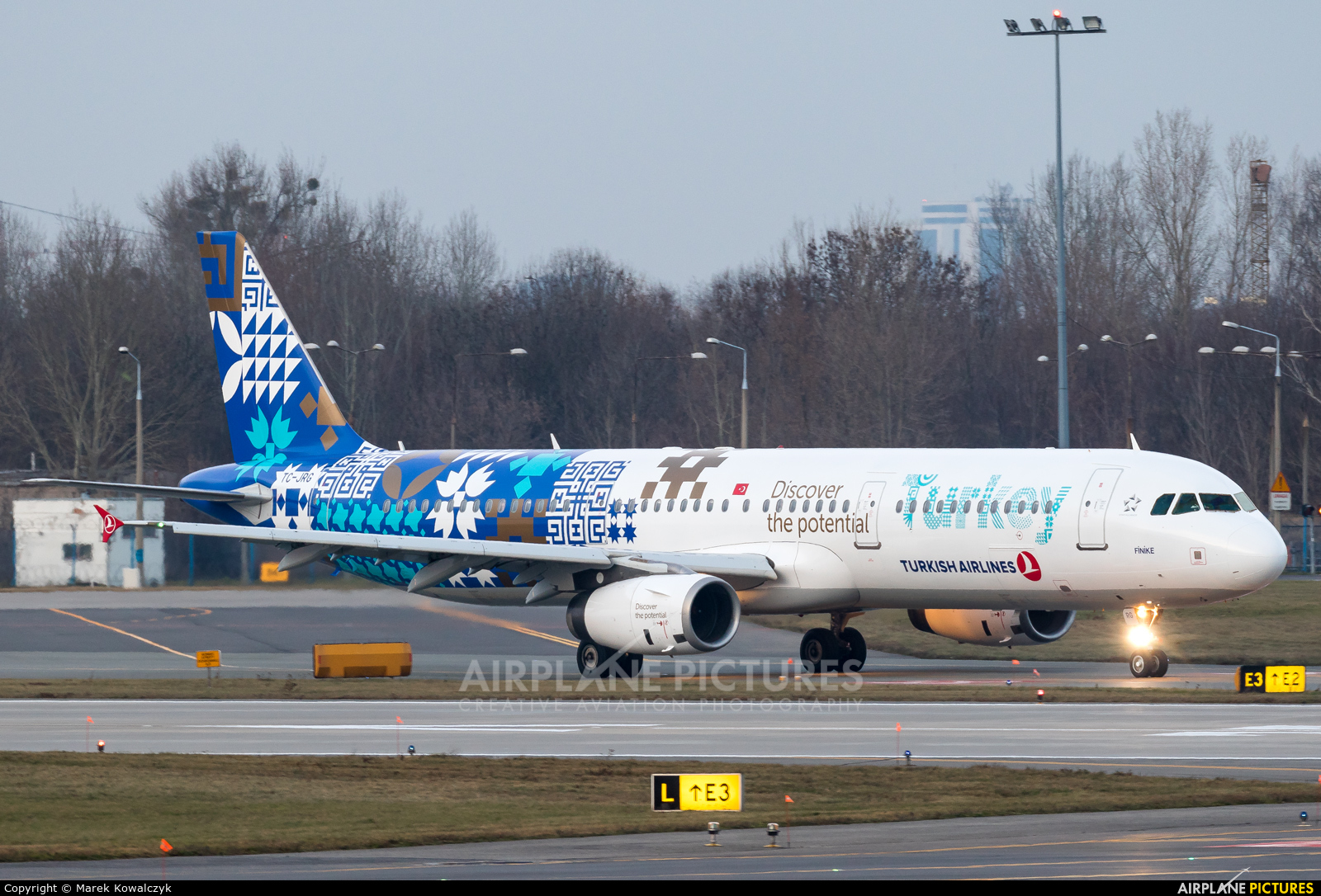 Turkish Airlines TC-JRG aircraft at Warsaw - Frederic Chopin