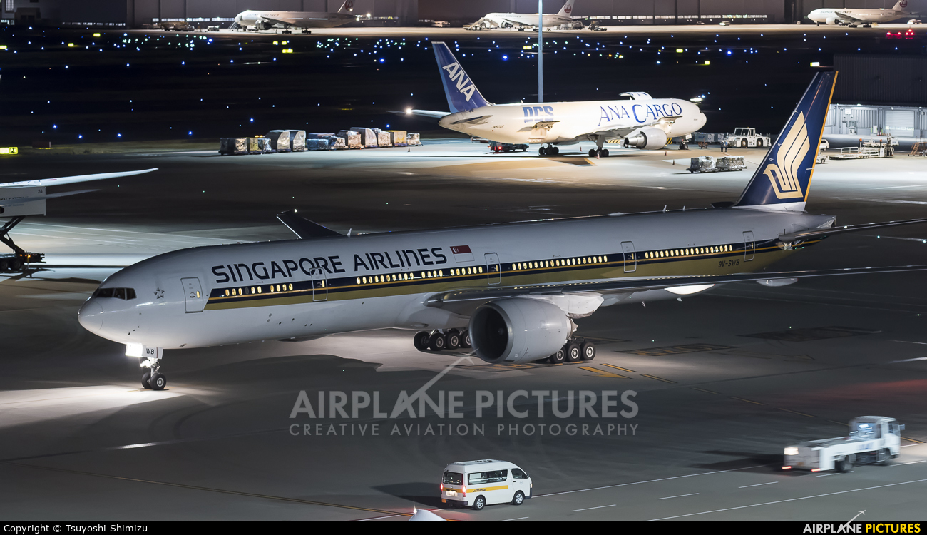 Singapore Airlines 9V-SWB aircraft at Tokyo - Haneda Intl