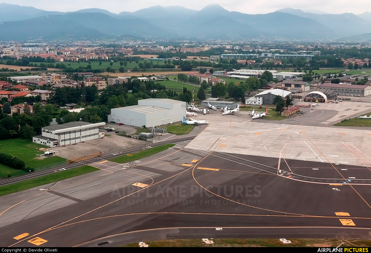 Airport Orio Al Serio : Airport overview overall view at