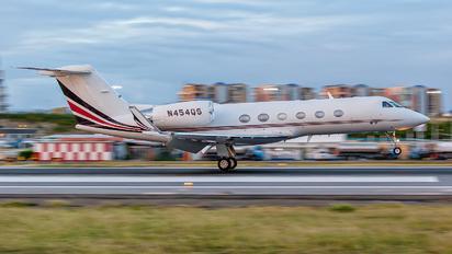 N454QS - Netjets (USA) Gulfstream Aerospace G-IV,  G-IV-SP, G-IV-X, G300, G350, G400, G450