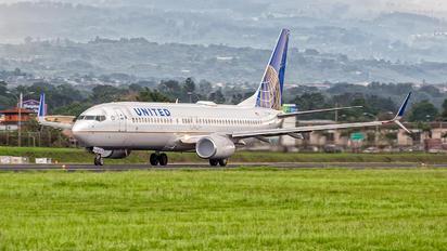 N37252 - United Airlines Boeing 737-800