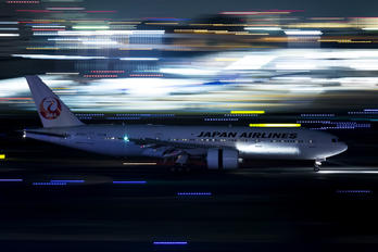 JA704J - JAL - Japan Airlines Boeing 777-200ER