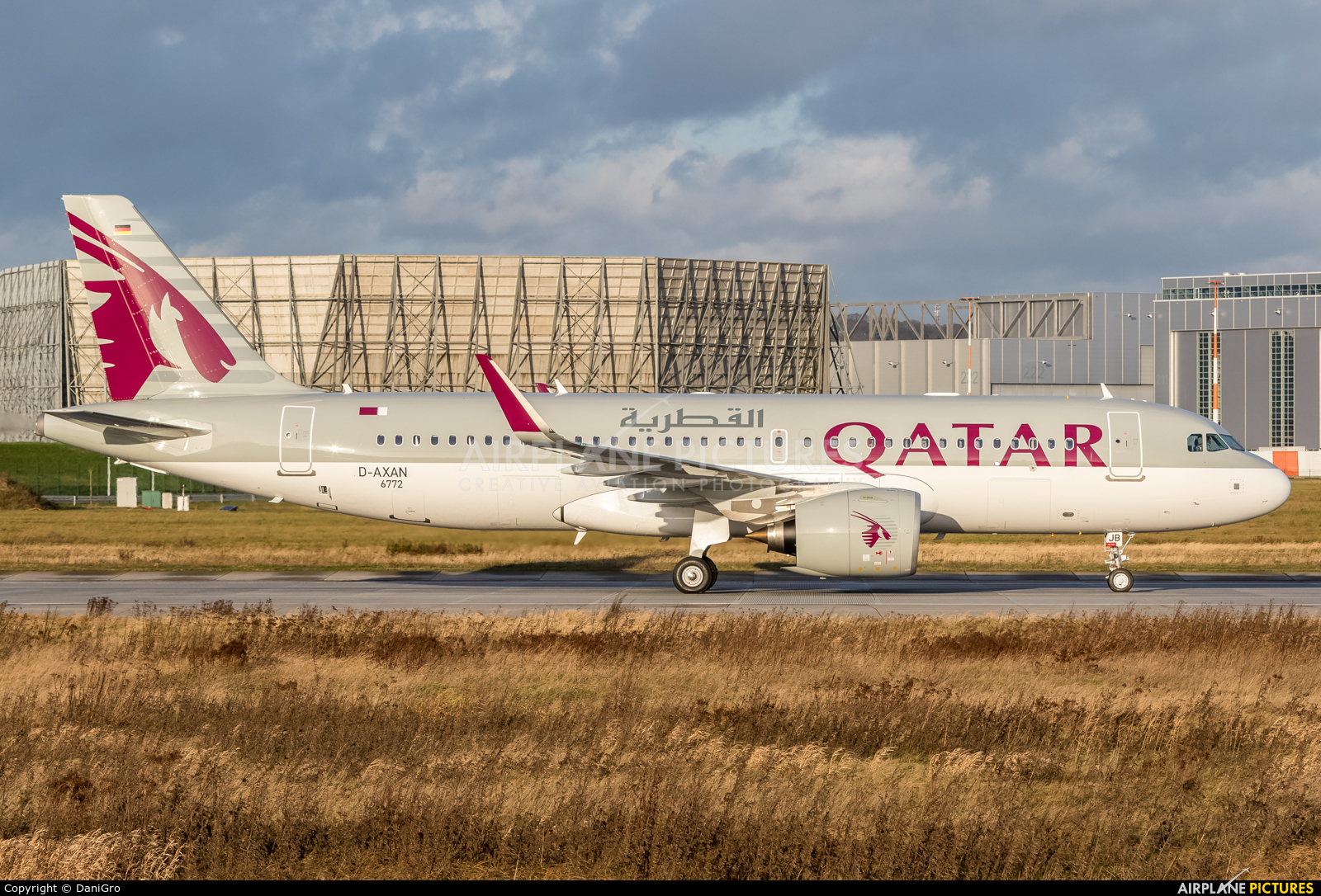 Qatar Airways D-AXAN aircraft at Hamburg - Finkenwerder