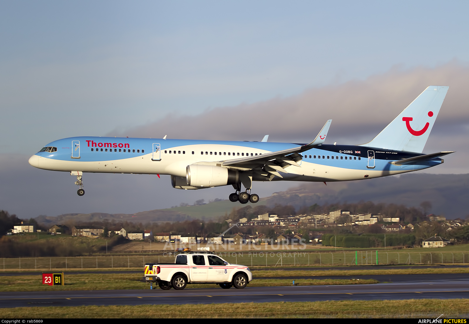 Thomson/Thomsonfly G-OOBG aircraft at Glasgow