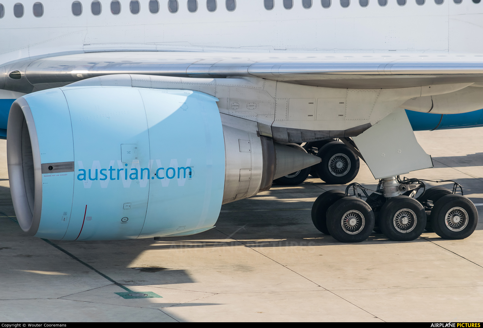 Austrian Airlines/Arrows/Tyrolean OE-LPD aircraft at Vienna - Schwechat