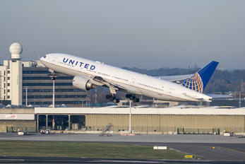 N78004 - United Airlines Boeing 777-200ER