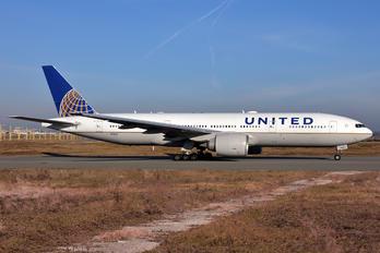 N76010 - United Airlines Boeing 777-200ER