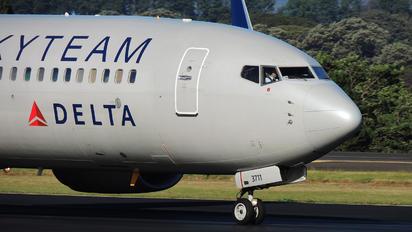 N381DN - Delta Air Lines Boeing 737-800
