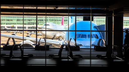 - - Korean Air Boeing 777-200ER