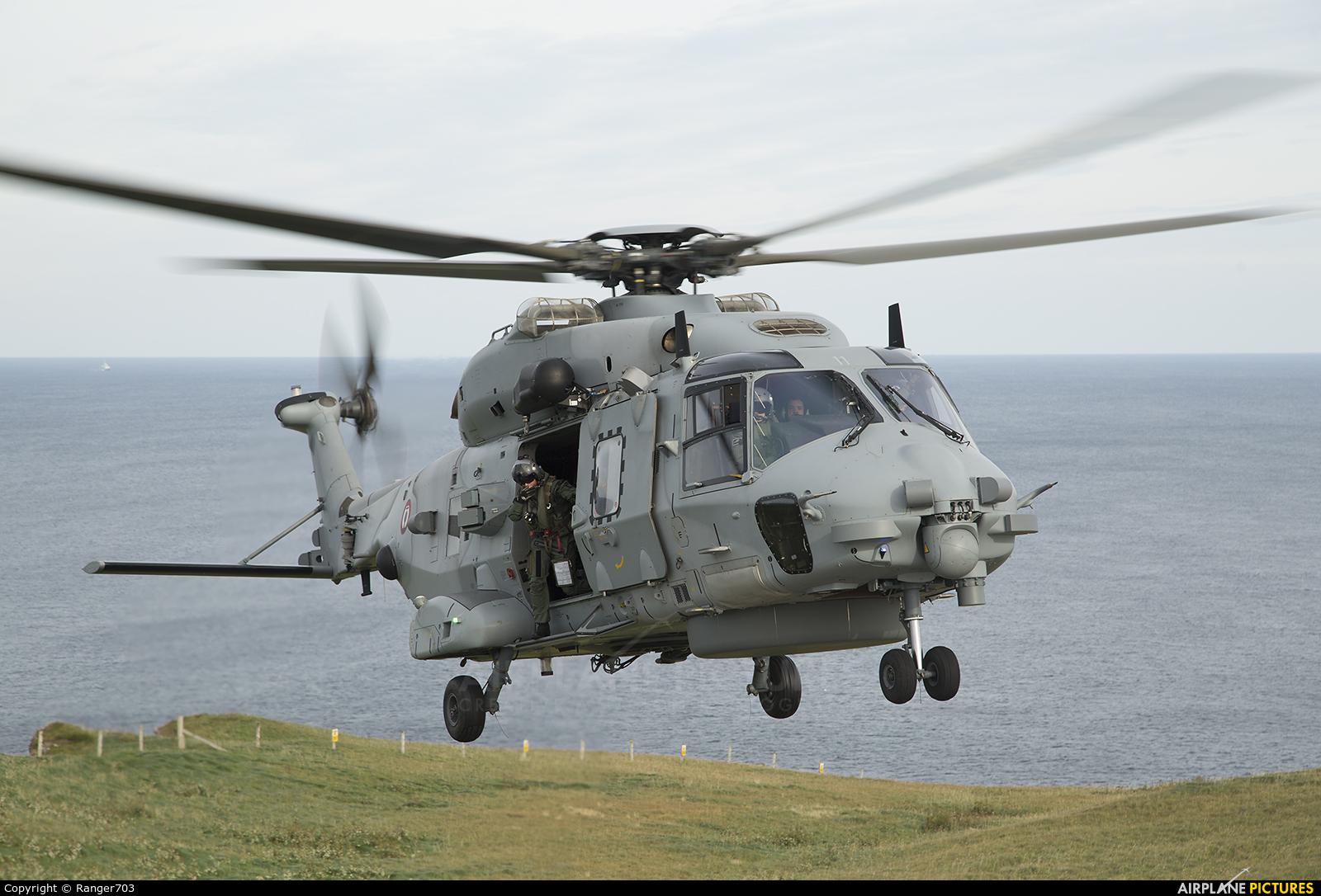 France - Navy 11 aircraft at Faraid Head HLS