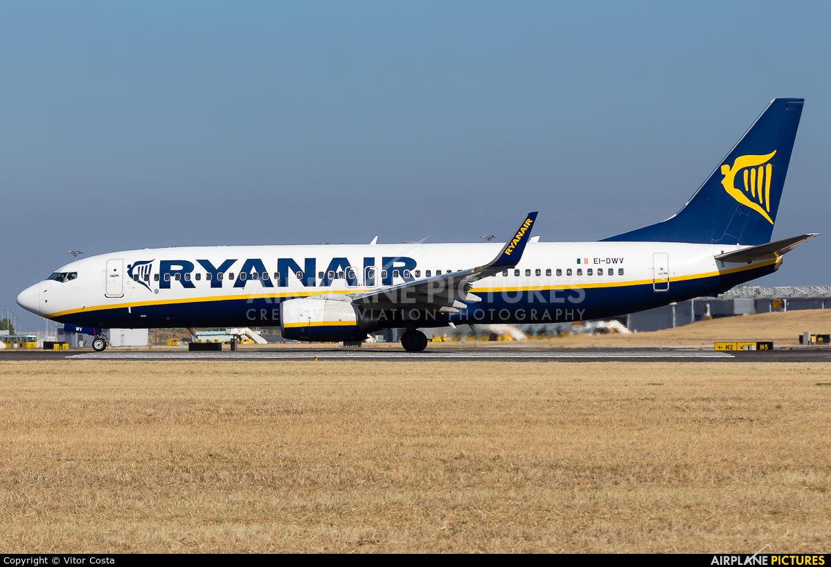 Ryanair EI-DWV aircraft at Lisbon
