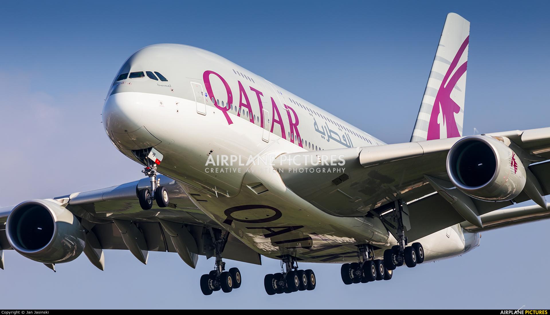 Qatar Airways A7-APB aircraft at London - Heathrow