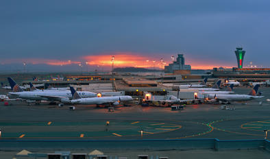 - - United Airlines - Airport Overview - Terminal Building