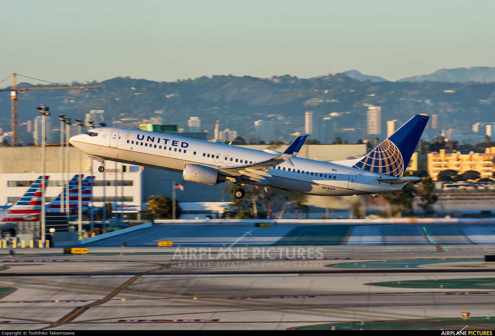 United Airlines N78511 aircraft at Los Angeles Intl