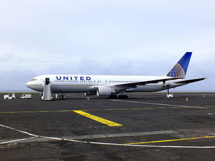 N655UA - United Airlines Boeing 767-300ER