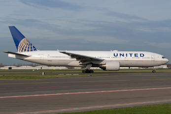N782UA - United Airlines Boeing 777-200