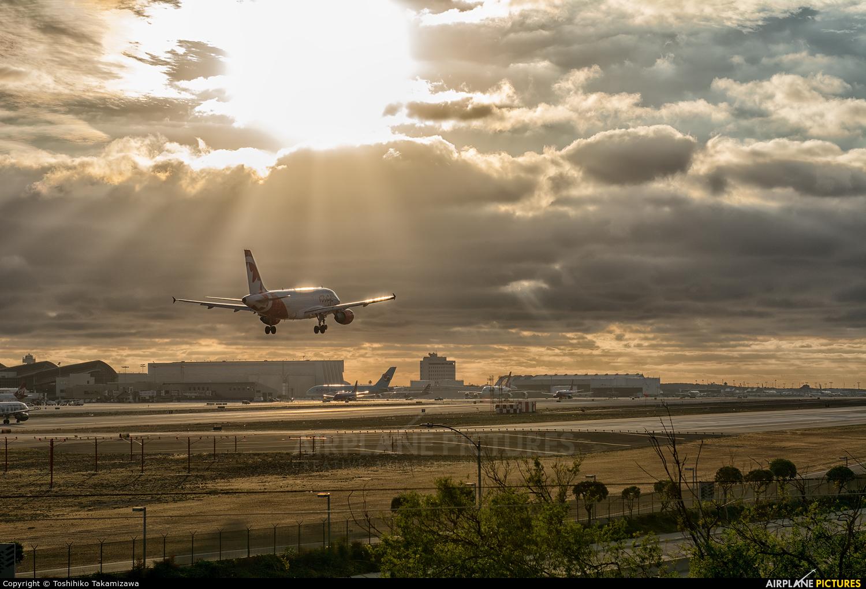 Air Canada C-FYNS aircraft at Los Angeles Intl