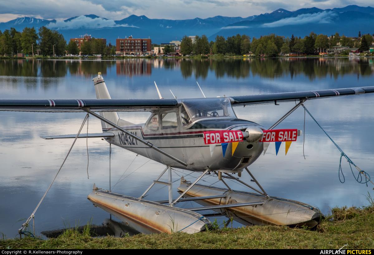 Private N2432Y aircraft at Anchorage - Lake Hood