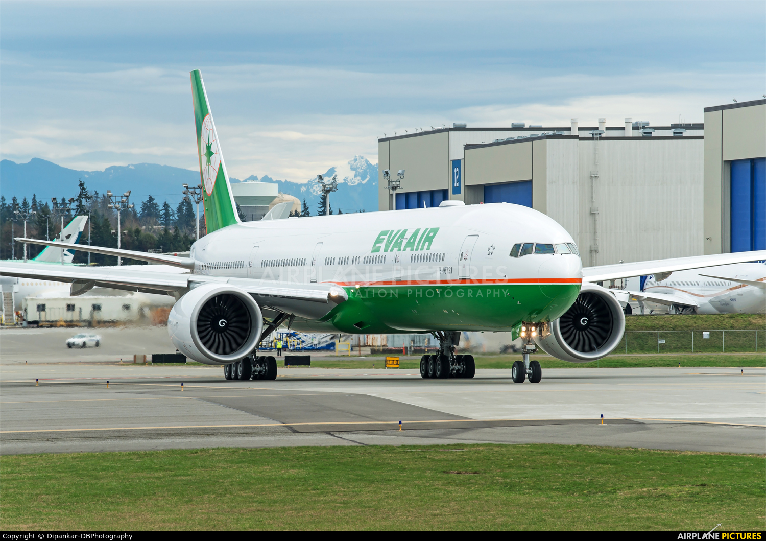 Eva Air B-16721 aircraft at Everett - Snohomish County / Paine Field