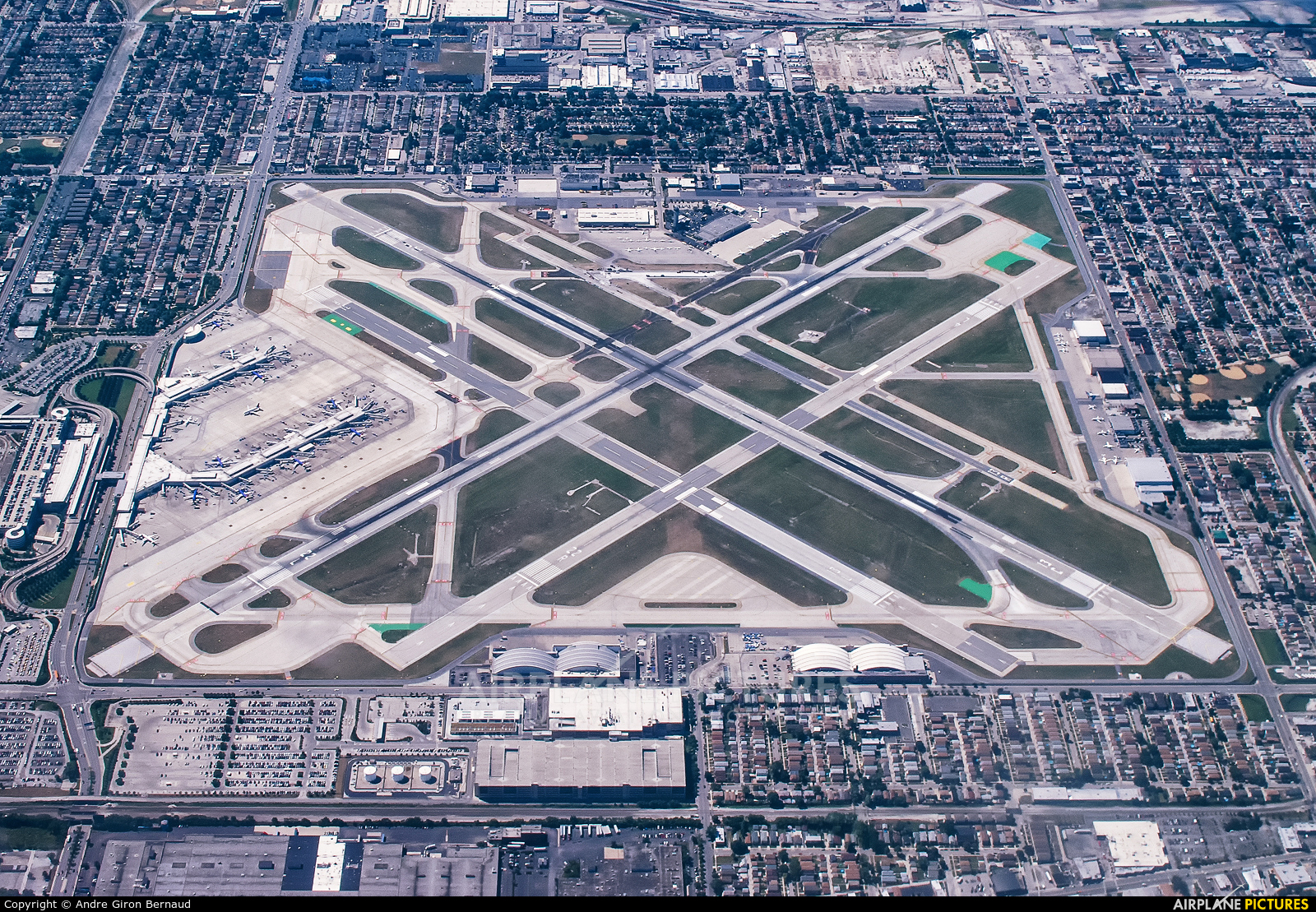 - Airport Overview - aircraft at Chicago Midway