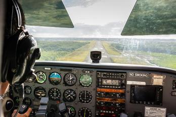 F-ONDU - Private Cessna 172 Skyhawk (all models except RG)