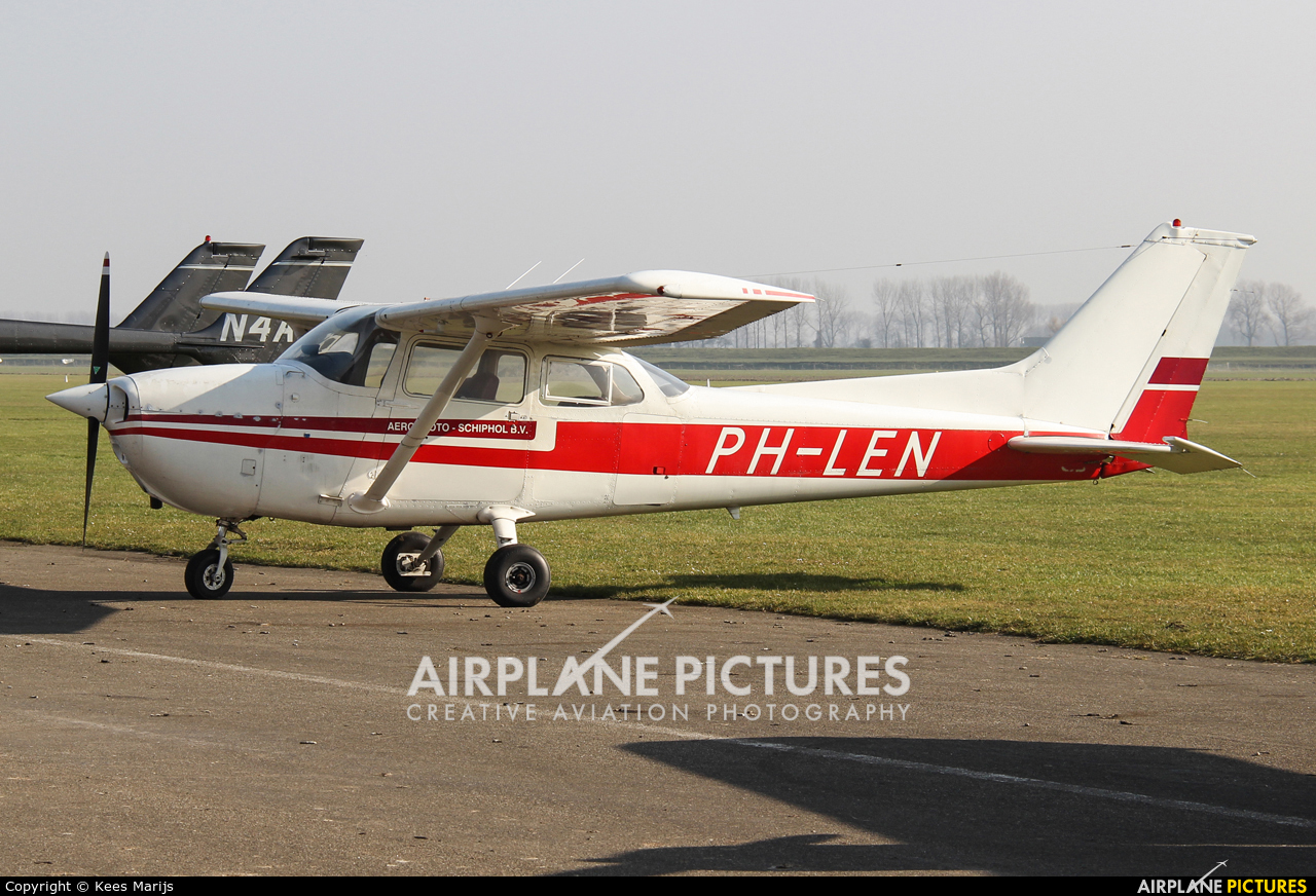 Private PH-LEN aircraft at Middelburg - Midden Zeeland