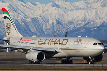 A6-EYT - Etihad Airways Airbus A330-200