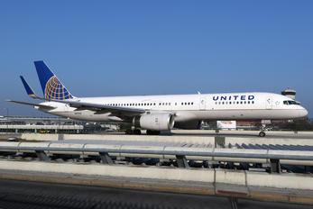 N17122 - United Airlines Boeing 757-200