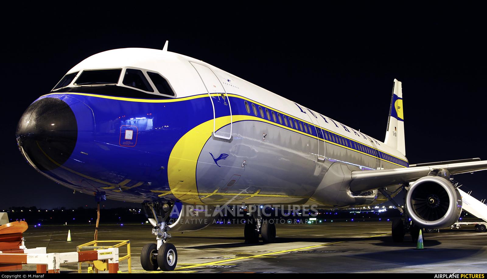 Lufthansa D-AIDV aircraft at Dublin