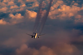 - - Cathay Pacific Boeing 777-300