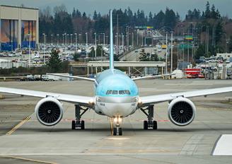HL8005 - Korean Air Cargo Boeing 777F