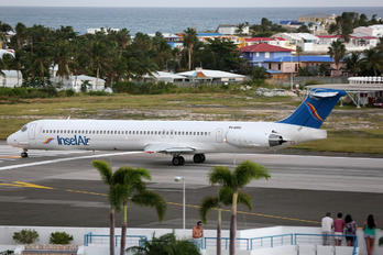 P4-MDG - Insel Air McDonnell Douglas MD-83