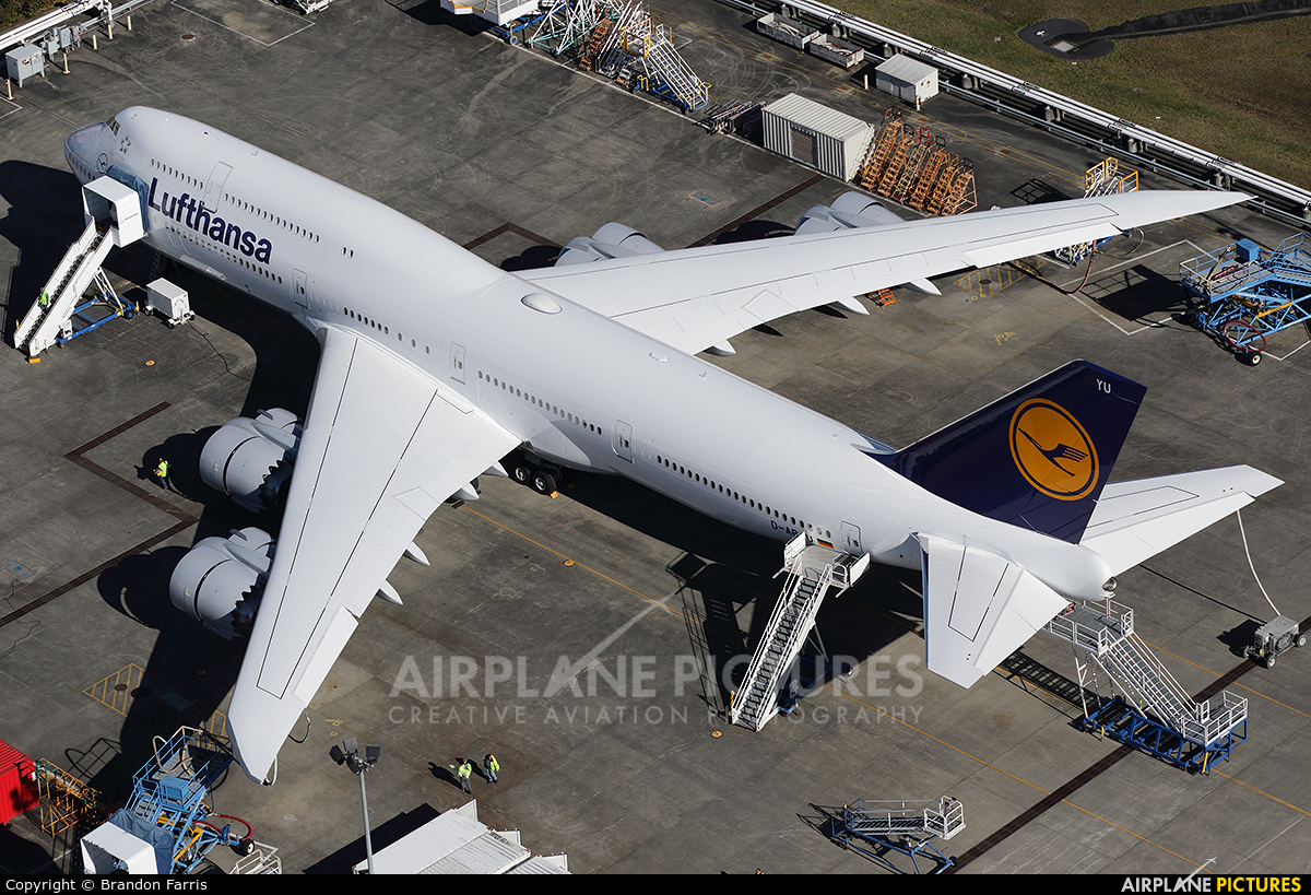 Lufthansa D-ABYU aircraft at Everett - Snohomish County / Paine Field