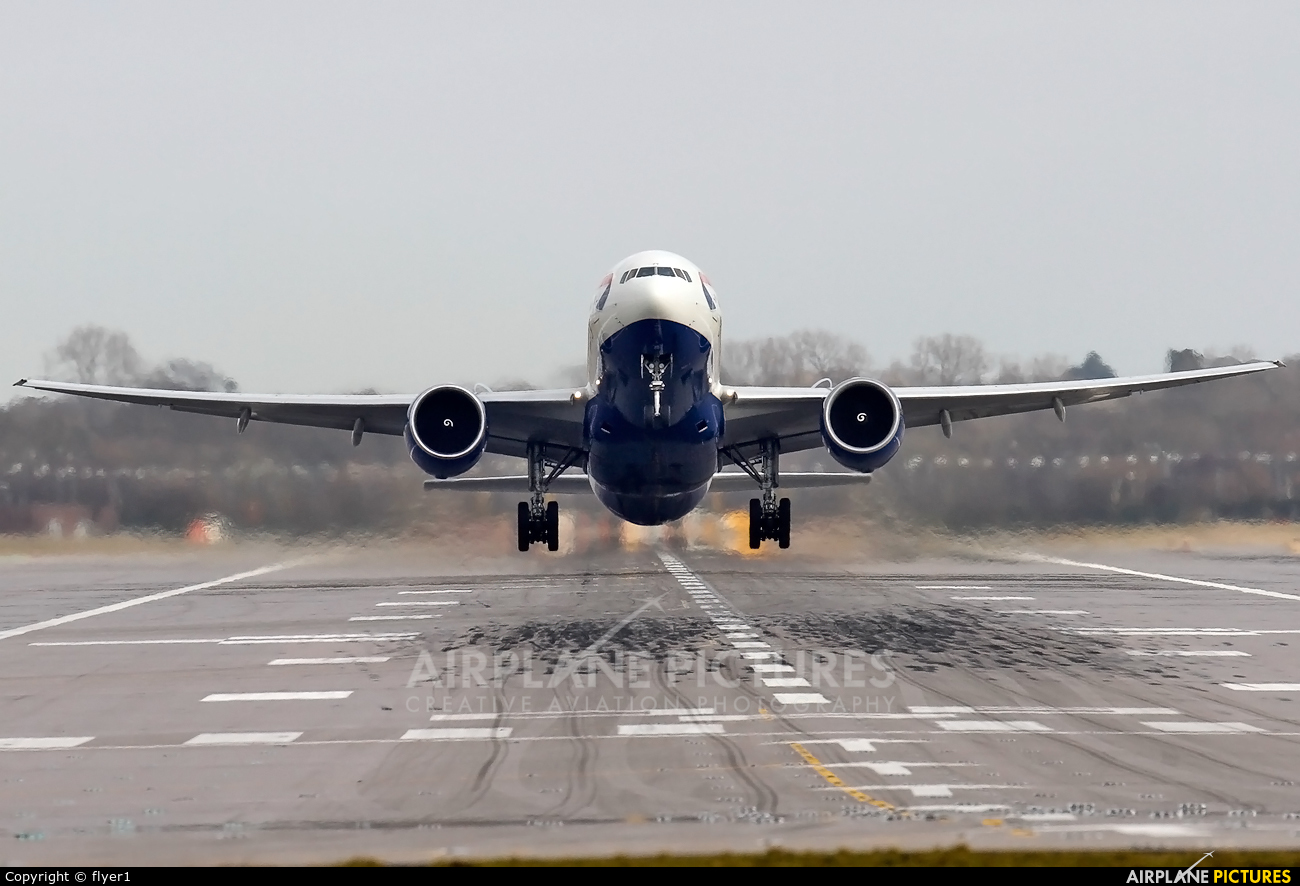 British Airways G-VIIW aircraft at London - Gatwick