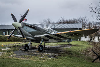 3WK - UK - Army Air Corps Supermarine Spitfire IX
