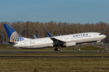 N73276 - United Airlines Boeing 737-800