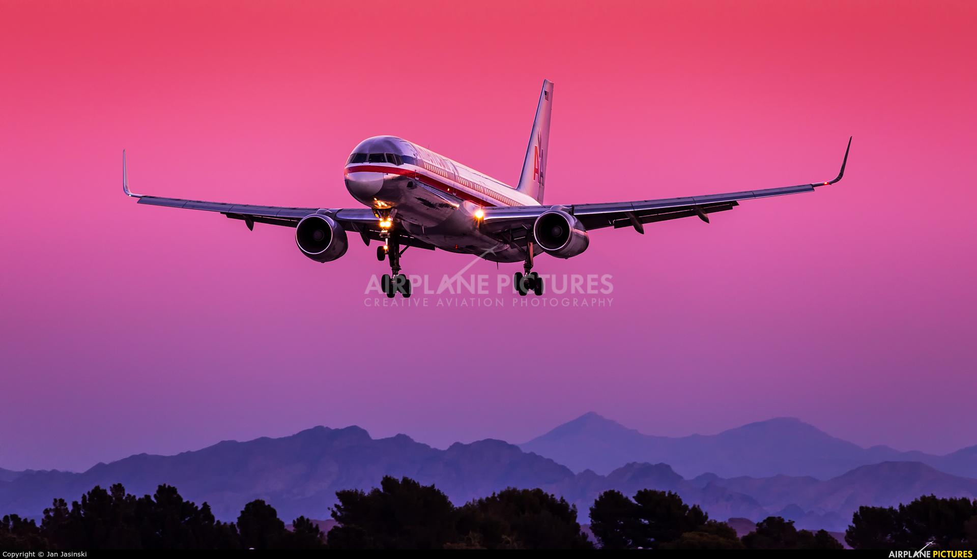 American Airlines - aircraft at Las Vegas - McCarran Intl
