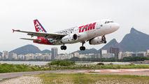 PT-TMD - TAM Airbus A319 aircraft
