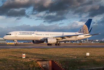 N12125 - Continental Airlines Boeing 757-200