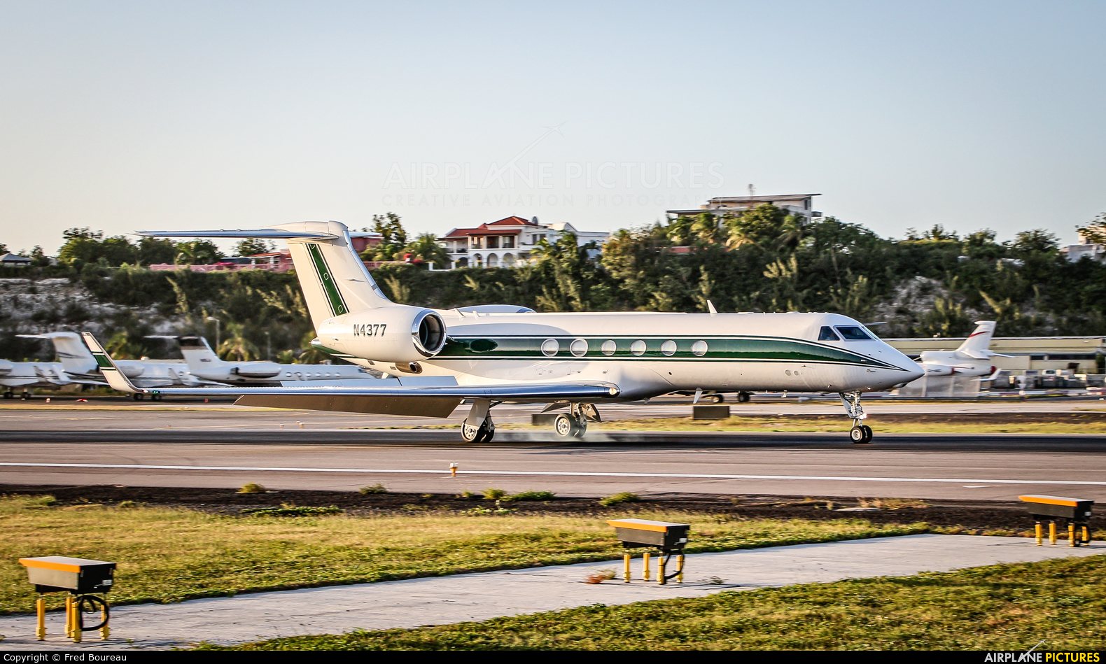 Private N4377 aircraft at Sint Maarten - Princess Juliana Intl
