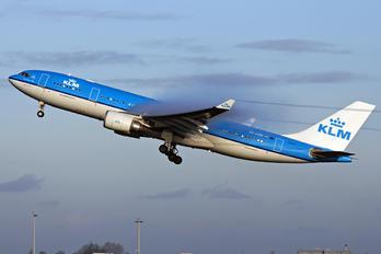 PH-AOM - KLM Airbus A330-200