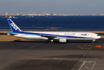 JA756A - ANA - All Nippon Airways Boeing 777-300
