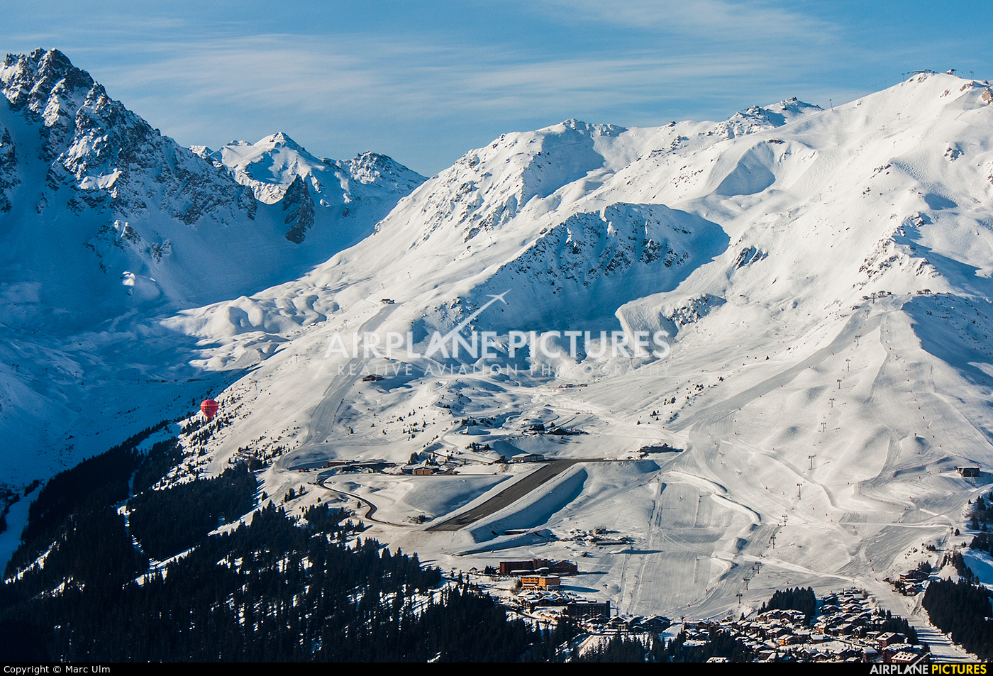- Airport Overview - aircraft at Courchevel